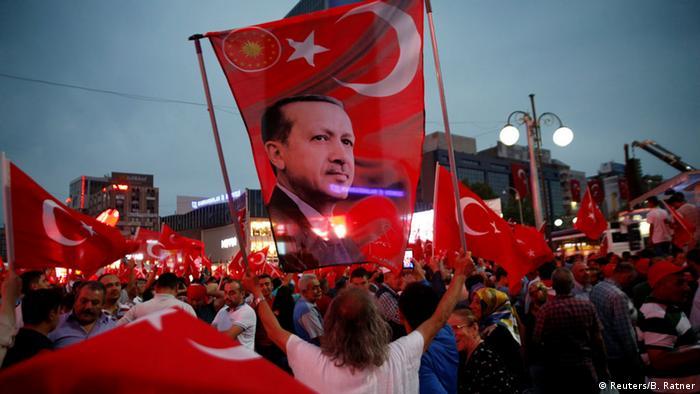 Erdogan-Anhänger bei einer Demonstration in Ankara (Foto: Reuters)