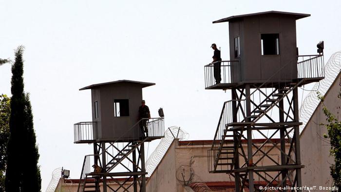 Türkei Gefängnis Antalya (picture-alliance/dpa/T. Bozoglu)