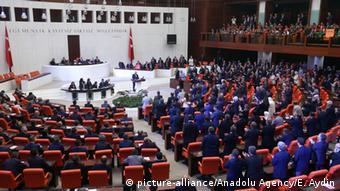 Το CHP χαρακτηρίζει «αντισυνταγματικά» άρθρα του νομοσχεδίου