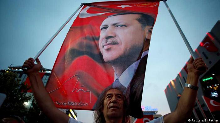 Türkei Anhänger des türkischen Präsidenten Tayyip Erdogan
