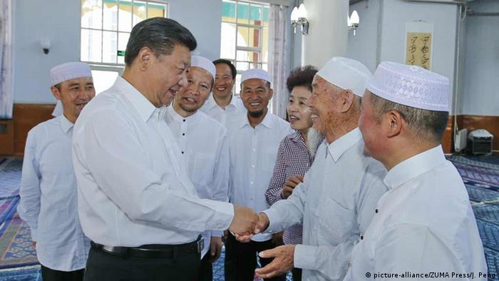 Chinas Präsident XI Jinping besucht Moschee in Yinchuan, Ningxia Hui (picture-alliance/ZUMA Press/J. Peng)
