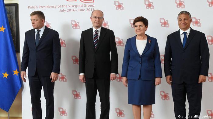 Treffen der Regierungschefs der Visegard-Gruppe im vergangenen Monat in Warschau: Robert Fico (Slowakei), Bohuslav Sobotka (Tschechien), Beata Szydlo (Polen) und Viktor Orban (Ungarn) (Foto: picture alliance)