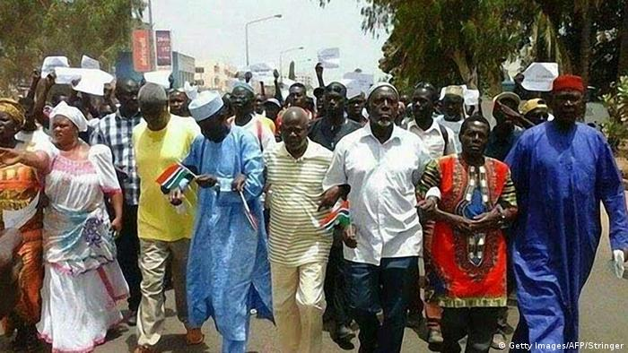 Gambia Demonstranten in Banjul (Getty Images/AFP/Stringer)