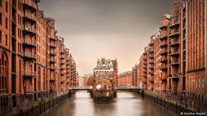 Hamburg's historic warehouse district (Günther Bayerl)