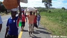 Mozambican citizens claim the police is extorting money to let them pass. Mozambican citizens moving to Mugeba, Zambézia. 21.07.2016, Murrothombe, Zambézia, Mosambik.