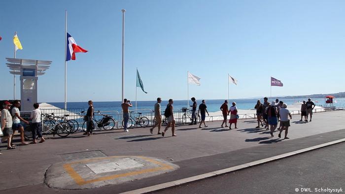 Frankreich Nizza Terroranschlag Gedenkstätte (DW/L. Scholtyssyk)