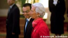 22.07.2016 China's Premier Li Keqiang (L) and International Monetary Fund (IMF) director Christine Lagarde, walk together as they arrive for the 1+6 Roundtable on promoting growth in the Chinese and global economies at the Diaoyutai State Guesthouse in Beijing, China, July 22, 2016. REUTERS/Mark Schiefelbein/Pool Copyright: Reuters/M. Schiefelbein