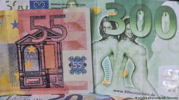 Fake euro banknotes at a Bundesbank display in Frankfurt am Main (picture-alliance/dpa/B. Roessler)