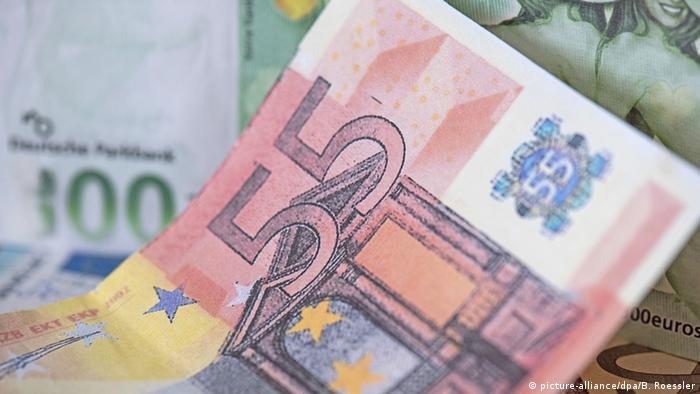 Deutschland Gefälschte Euro-Banknoten bei der Bundesbank in Frankfurt am Main