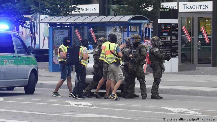 Полиция у торгового центра в Мюнхене