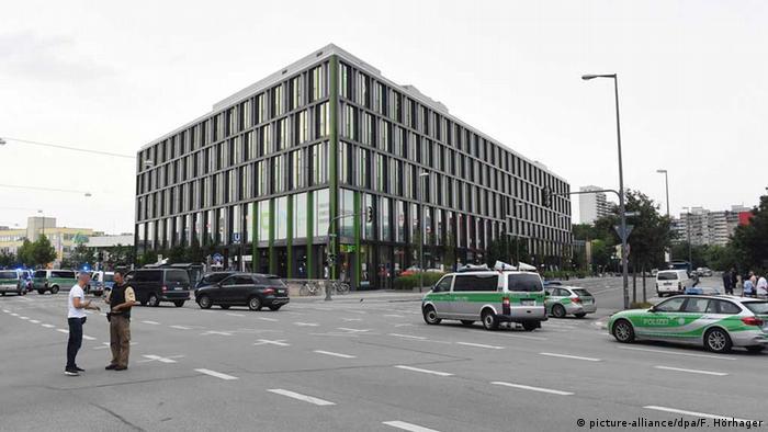 Поліція поблизу ТЦ Olympia в Мюнхені