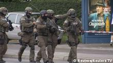 22.07.2016 *** Screen grab shows special forces police officers outside Olympia shopping mall following shooting rampage in Munich A scrren grab taken from video footage shows special forces police officers walking along a street outside the Olympia shopping mall following a shooting rampage in Munich, Germany July 22, 2016. REUTERS/Reuters TV Copyright: Reuters/Reuters TV