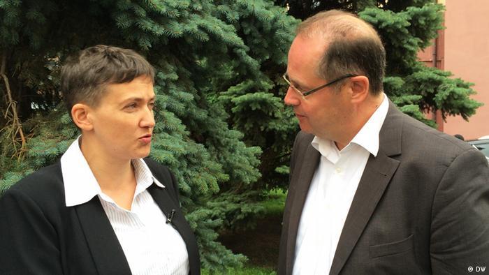 Надія Савченко та керівник київського бюро DW Крістіан Тріппе