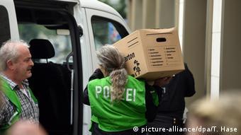 Полицейские при обыске квартиры подозреваемого в Мюнхене