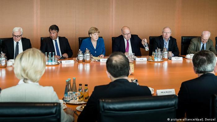 Am Samstag tagte, wie in solchen Situationen üblich, das Sicherheitskabinett unter Leitung der Kanzlerin (Foto: dpa)