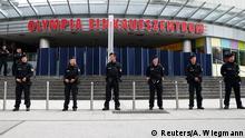 Am Tag danach: Polizisten sichern das Olympia-Einkaufszentrum