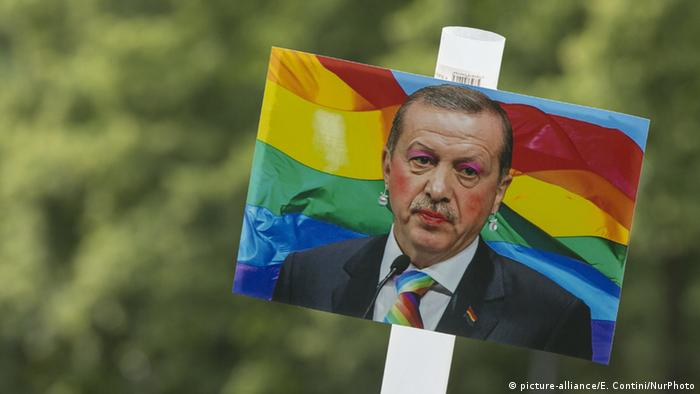 An image of the Turkish president at the CSD parade