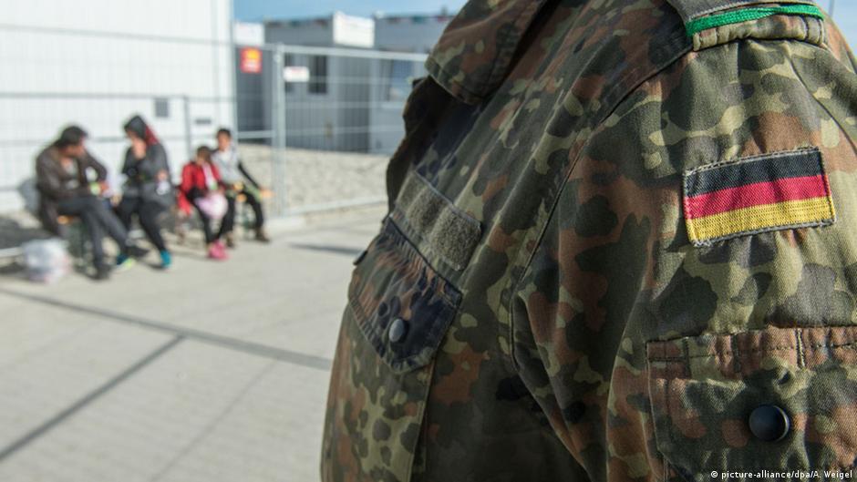 Војник на Бундесверот  во слободно време   бегалец