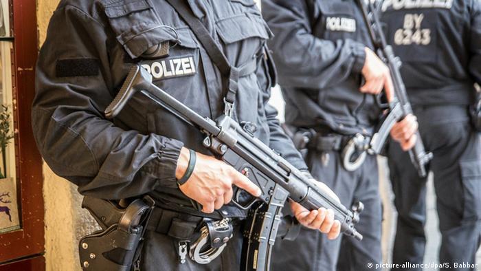 Deutschland Polizeikräfte nach dem Amoklauf in München