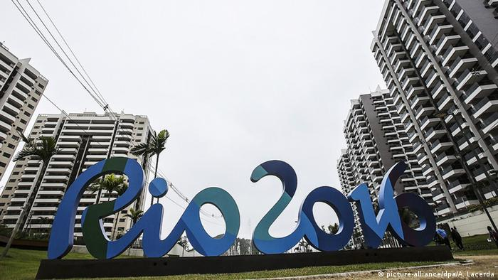 A Rio 2016 slogan in front of buildings in the Olympic Village. (Photo: picture-alliance/dpa/A. Lacerda)