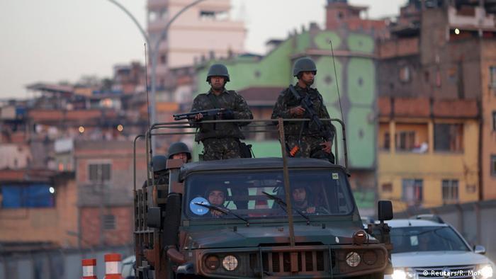 Brasil: Exército começa a patrulhar ruas do Rio
