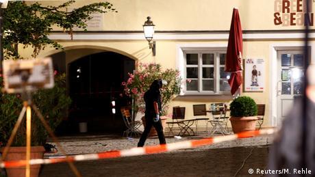 Die Polizei sichern das Gebiet nach einer Explosion in Ansbach bei Nürnberg