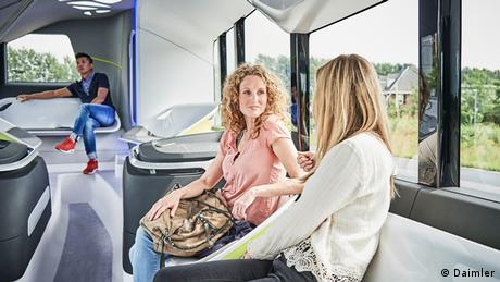 Deutschland teilautomatisiert fahrender Stadtbus von Mercedes-Benz