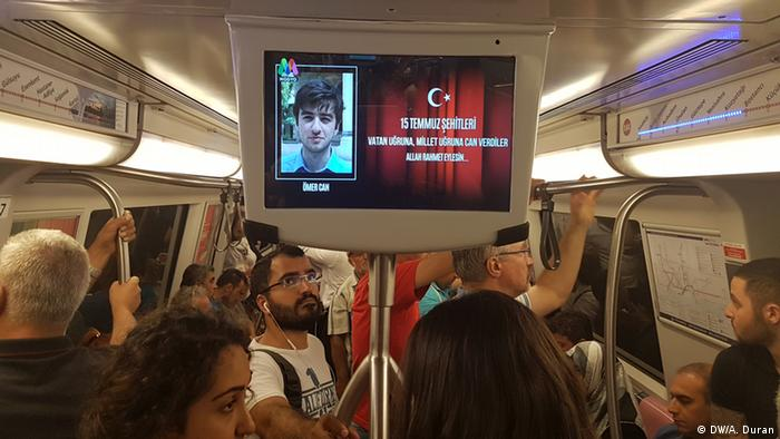 Television sceens on the subway in Istanbul broadcast footage in memory of the victims (Photo: DW)