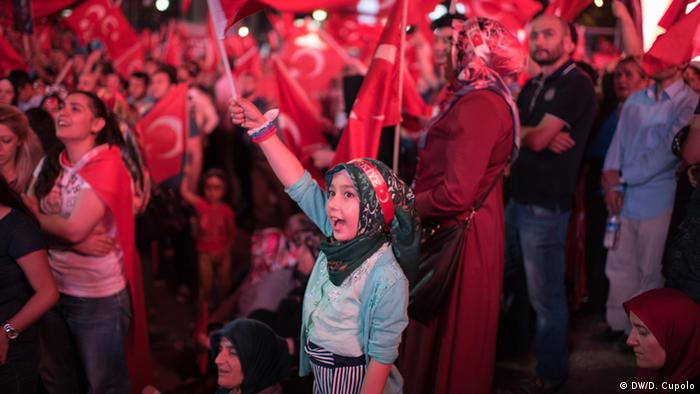 People at a pro-government rally in Ankara, Turkey (photo: DW/D. Cupolo)