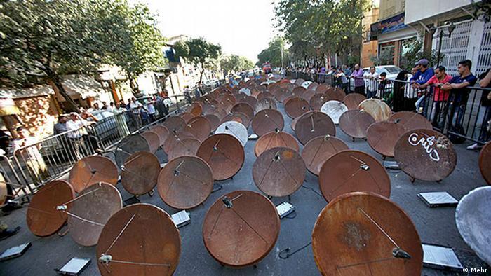 Iran Behörden zerstören 100.000 Satelliten-Schüsseln