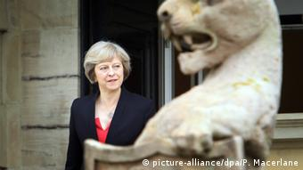 Theresa May zu Besuch in Irland (picture-alliance/dpa/P. Macerlane)