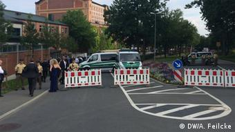View of the Bayreuth Festspielhaus behind police barricades. Copyright: DW/A. Feilcke