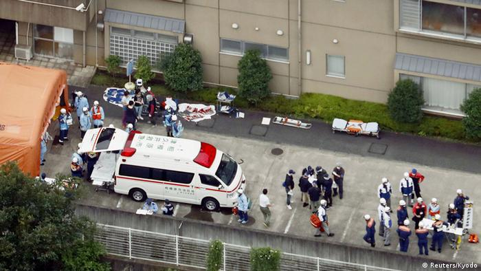 Japan15 Tote bei Messer-Attacke