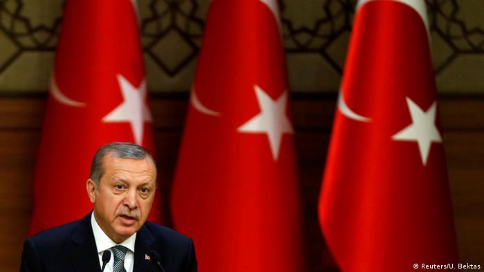 Após a tentativa frustrada de golpe, Erdogan está fortalecendo seu poder na Turquia