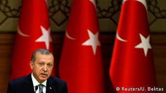Tayyip Erdogan in front of Turkish flags. (Photo: Reuters/U. Bektas)