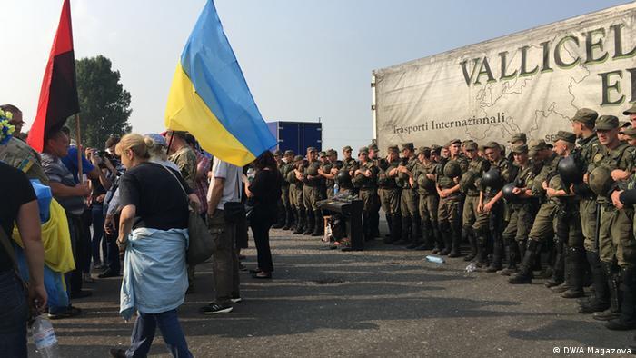 Демонстрантів відділяв від хресної ходи кордон правоохоронців