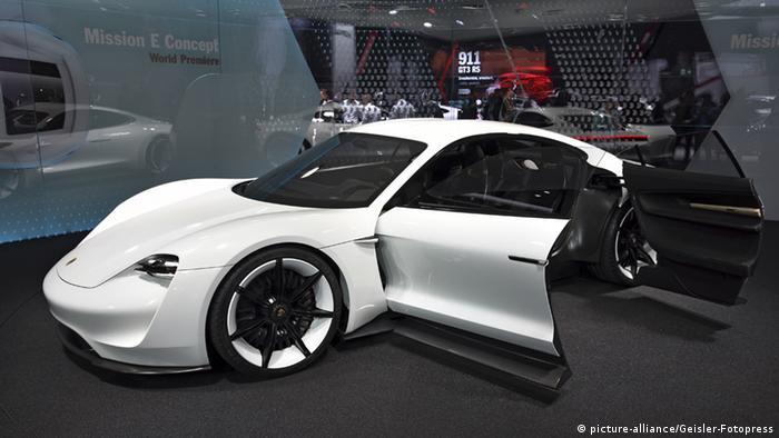 Elektrofahrzeug Porsche Mission E Concept