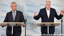 Bayerns Ministerpräsident Seehofer (r.) und Innenminister Herrmann vor Journalisten in Gmund am Tegernsee
