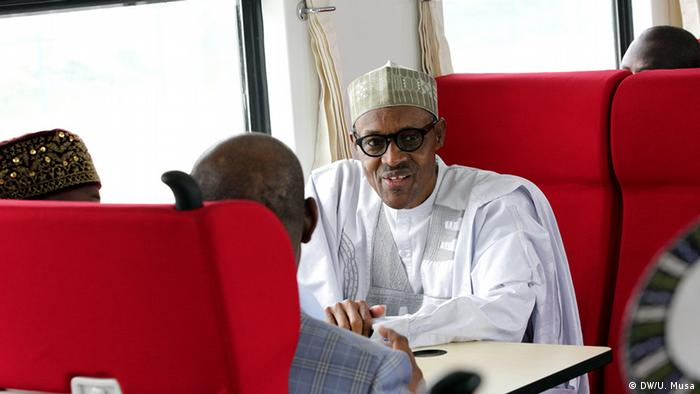 Nigeria's Präsident Buhari during the opening of the new train route between Abuja and Kaduna (DW/U. Musa)