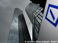 Здание Deutsche Bank во Франкфурте-на-Майне (фото из архива)