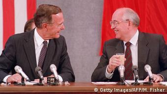 Τζωρτζ Μπους, Μιχαήλ Γκορμπατσόφ