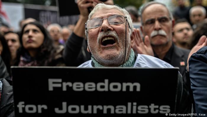 تظاهراتی در دفاع از آزادی مطبوعات در استانبول در سال ۲۰۱۵