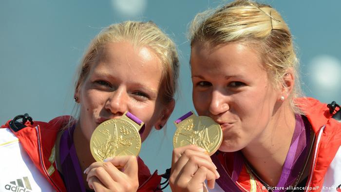 Спортсменки с золотыми медалями