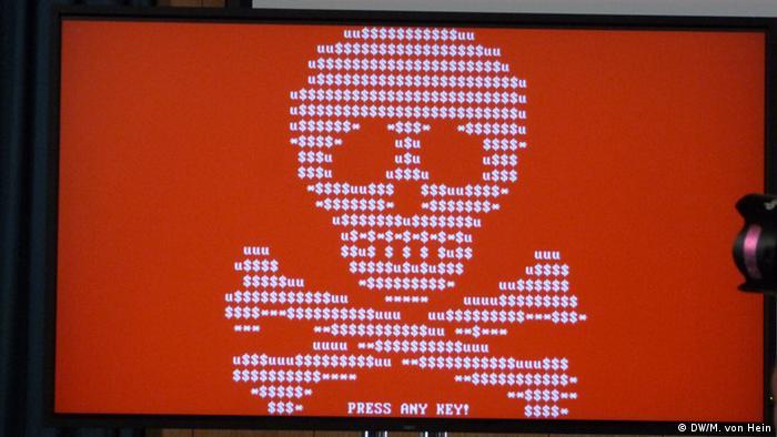 Pantalla de computador bloqueada por chantajistas digitales.