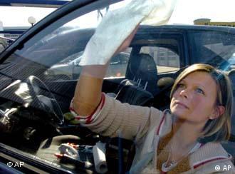 Как правильно чистить автомобиль внутри?