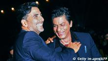 16.12.2012 *** Indian Bollywood actors Akshay Kumar (L) and Shah Rukh Khan (C) interact as actress Kirron Kher (R) looks on as they attend the 'Big Star Entertainment Awards 2012' ceremony in Mumbai late December 16, 2012. AFP PHOTO/STR (Photo credit should read STRDEL/AFP/Getty Images) Copyright: Getty Images/AFP
