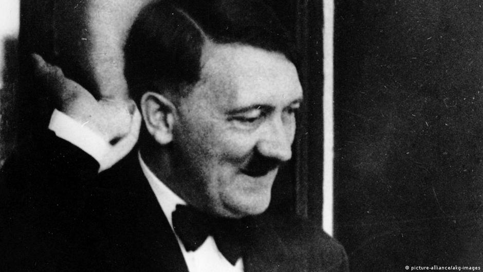 Never-before-seen Hitler photos up for auction