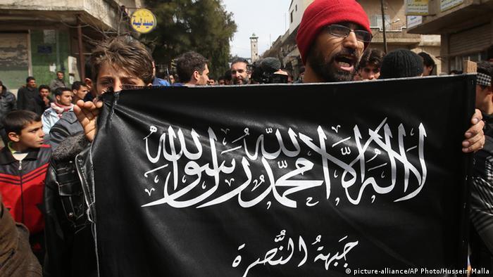 Un presunto criminal de guerra sirio del Frente Al Nusra, sospechoso de haber participado en el asesinato de decenas de soldados que estaban prisioneros, fue detenido anoche por la policía alemana por orden de la fiscalía en Düsseldorf. (2.03.2017)