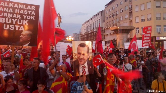 Mazedonien Pro-Erdogan Demonstration in Skopje (DW/K. Ozimec)