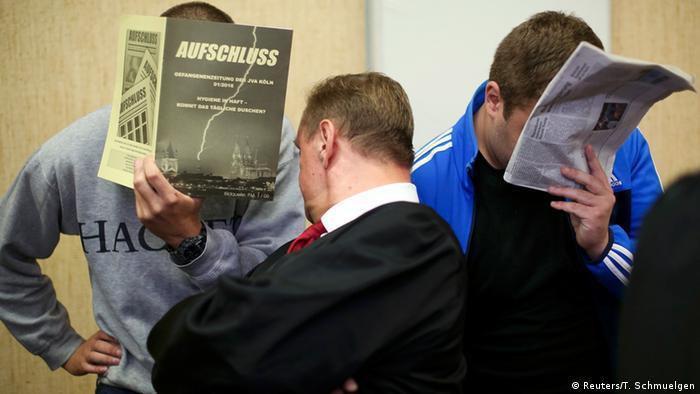 Российские футбольные хулиганы в суде с закрытыми лицами